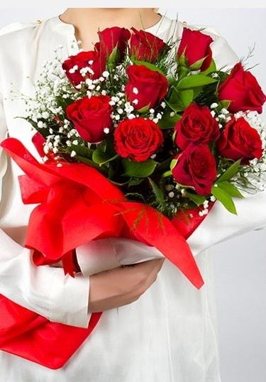 Aşk Gülleri 11 Adet kırmızı gül buketi  Sivas çiçek gönderme sitemiz güvenlidir