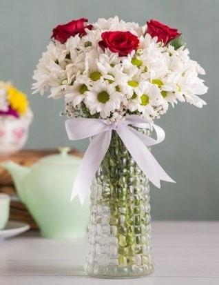 Papatya Ve Güllerin Uyumu camda  Sivas online çiçekçi , çiçek siparişi