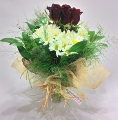 5 adet kırmızı gül ve kırızantem buketi  Sivas internetten çiçek siparişi