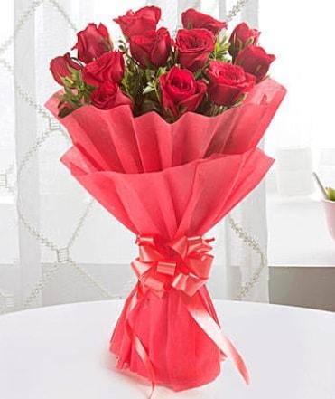 12 adet kırmızı gülden modern buket  Sivas çiçek yolla , çiçek gönder , çiçekçi