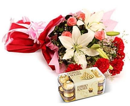 Karışık buket ve kutu çikolata  Sivas çiçek gönderme