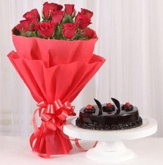10 Adet kırmızı gül ve 4 kişilik yaş pasta  Sivas hediye çiçek yolla