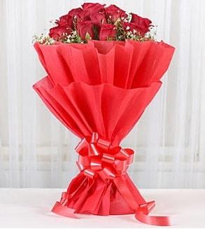 12 adet kırmızı gül buketi  Sivas çiçek satışı