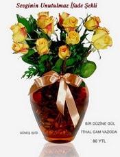 Sivas hediye çiçek yolla  mika yada Cam vazoda 12 adet sari gül